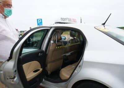 Bezpieczna taksówka Nord taxi - zabezpieczenie osłoną - maseczką